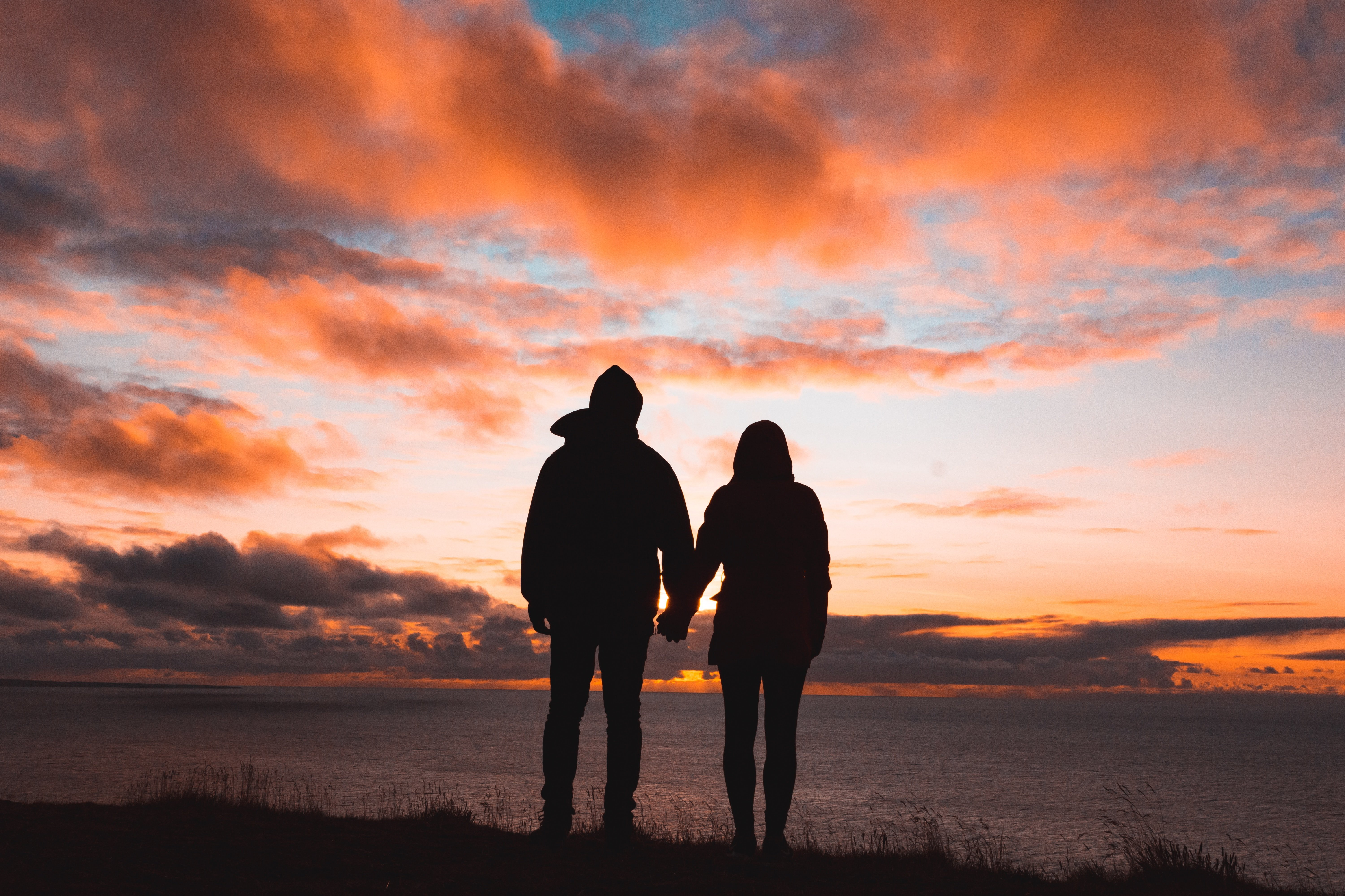 A picture of a couple at sunset. | Source: Unsplash.com