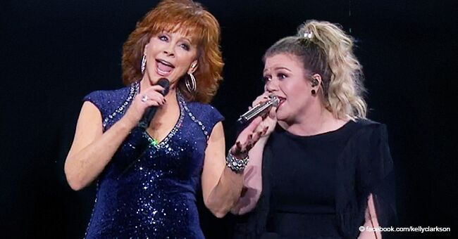 Kelly Clarkson Brings Reba out on Stage for a Beautiful Duet after Admitting She's a 'True Fan'