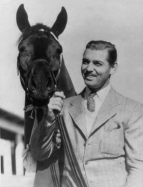 Clark Gable and his race horse in Beverly Hills, December 29, 1935. | Source: Wikimedia Commons