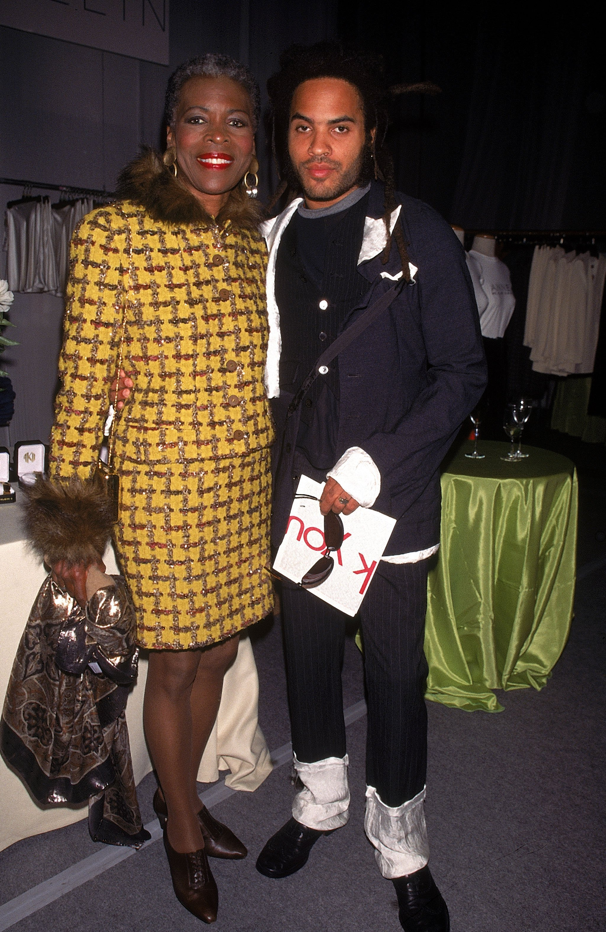 Lenny Kravitz with his mother, actress Roxie Roker, 1995 | Photo: GettyImages