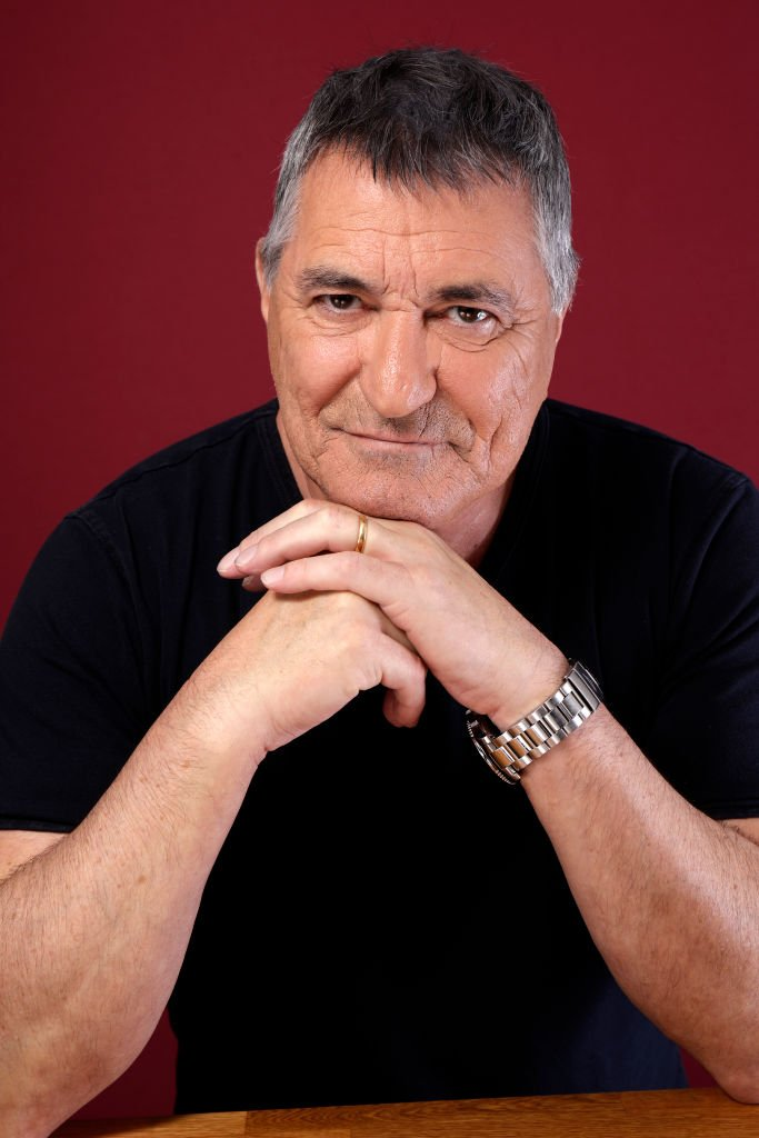 Jean-Marie Bigard en t-shirt noir. | Photo : Getty Images