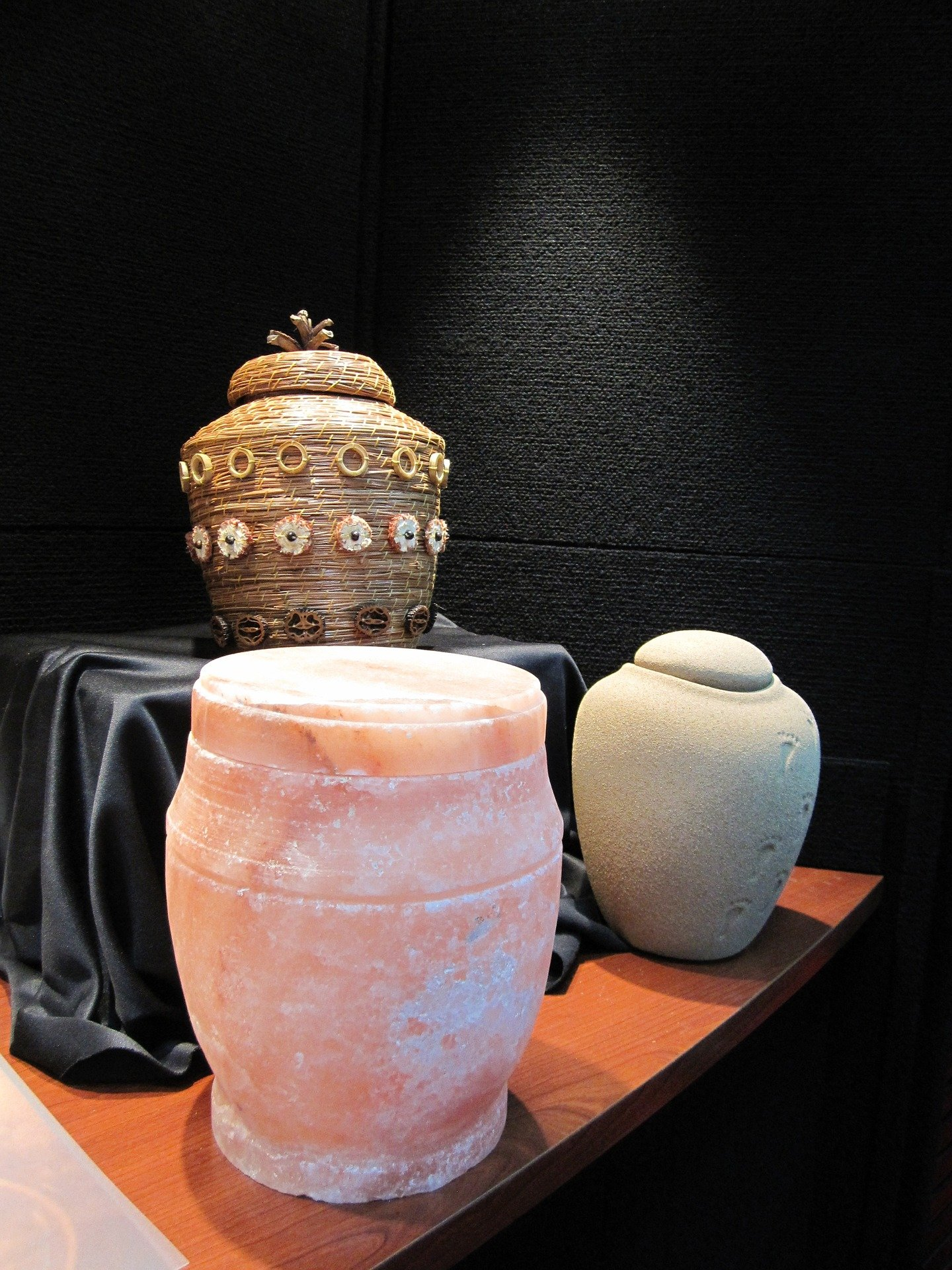 Pictured - Three different types of urns placed on a brown table | Source: Pixabay