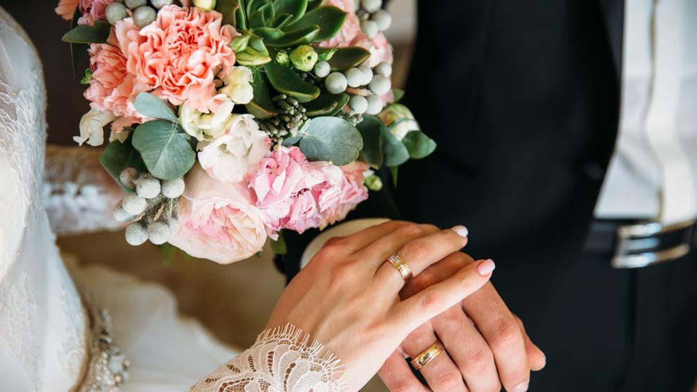 Deux mains à son mariage. | Photo : Getty Images