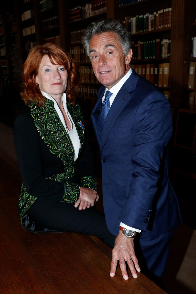 Gérard Holtz et son épouse Muriel Mayette-Holtz. | Photo : Getty Images
