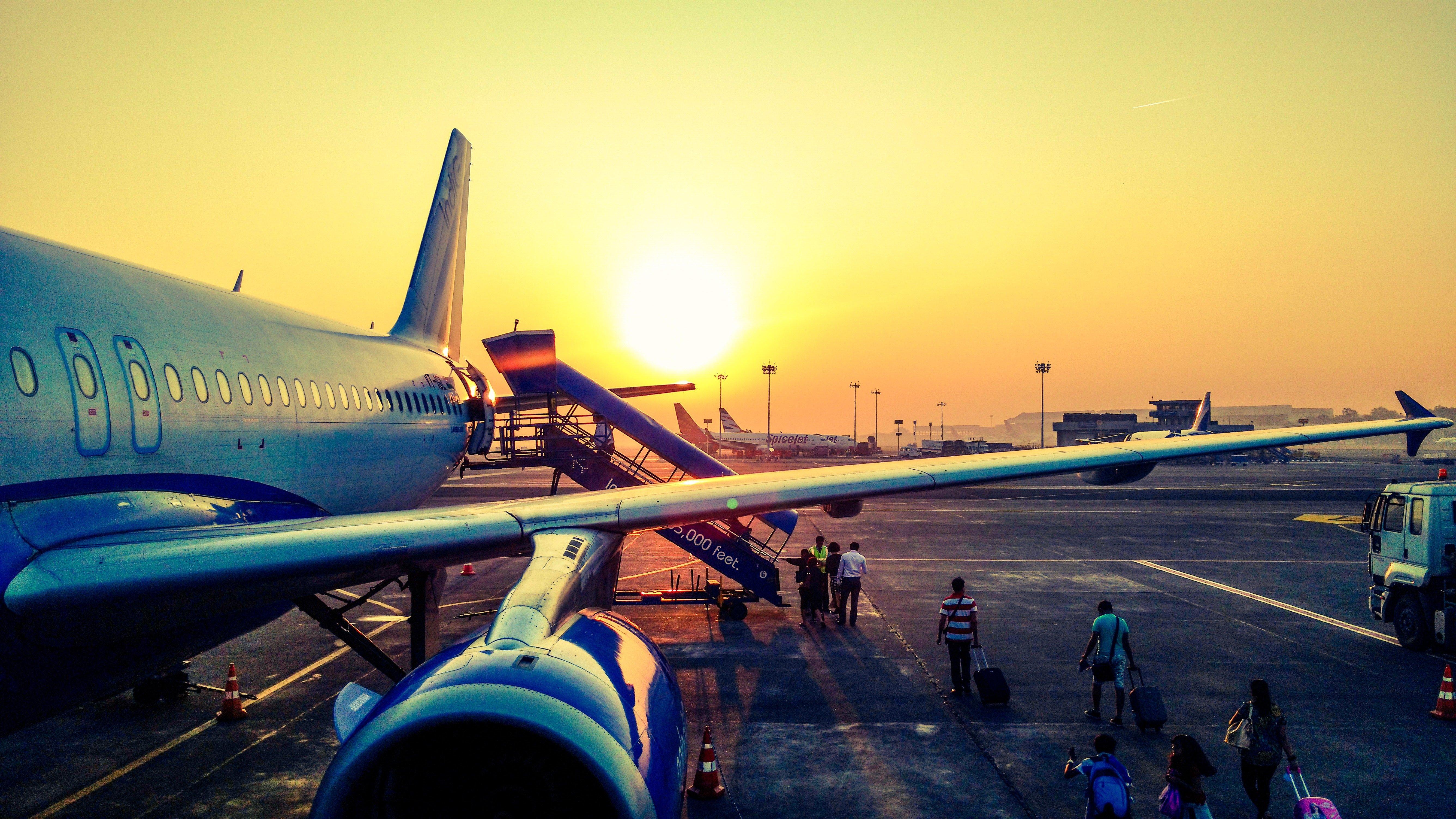 Flugzeug auf Landebahn | Quelle: Pexels